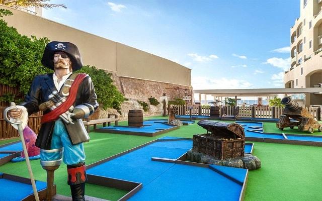 Hotel Gran Caribe Resort and Spa, mini golf para los pequeños