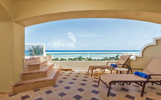 Hotel Gran Caribe Resort and Spa, cuenta con habitaciones con terraza