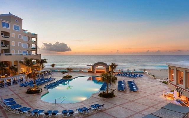 Hotel Gran Caribe Resort and Spa, buena ubicación a pie de playa