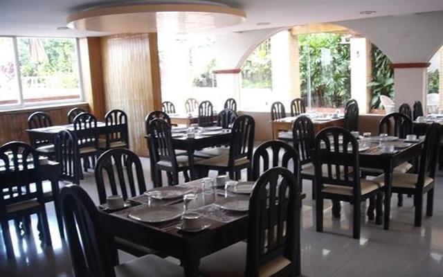 Gran Santiago Plaza Confort, cuenta con restaurante con alimentos típicos de la región