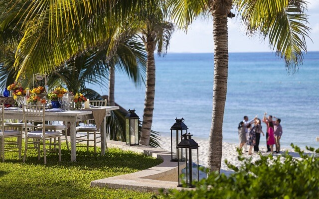 Hotel Grand Fiesta Americana Coral Beach Cancún, disfruta una comida al aire libre