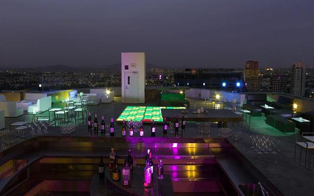 Hotel Grand Fiesta Americana Guadalajara Country Club, disfruta una bebida en la terraza