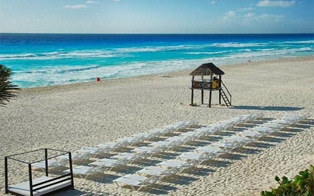 Hotel Grand Oasis Cancún, asoléate en la comodidad de sus camastros