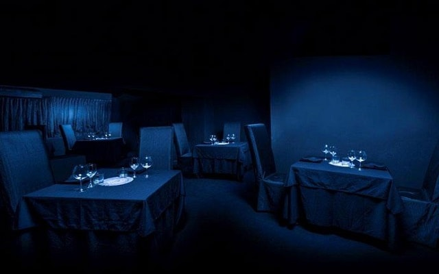 Hotel Grand Oasis Sens, nuevas experiencias en el Restaurante Black Hole