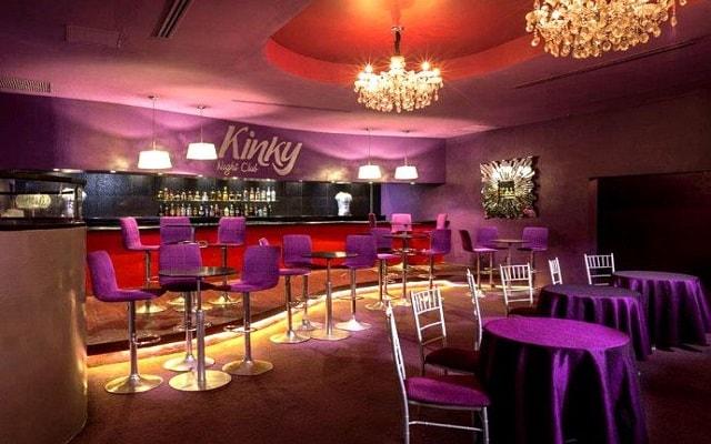 Hotel Grand Oasis Sens, diviértete en Kinky Club