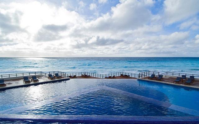 Hotel Grand Oasis Sens, disfruta de su alberca al aire libre