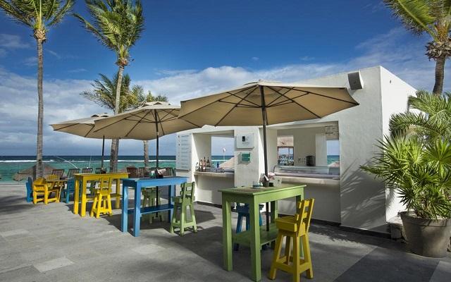 Hotel Grand Oasis Tulum, refréscate en el bar frente a la playa