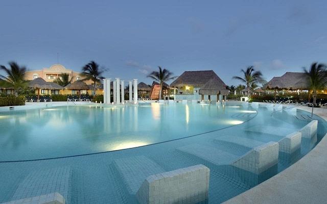 Hotel Grand Palladium White Sand Resort and Spa, disfruta su alberca al aire libre