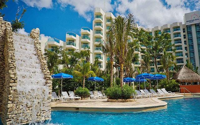 Hotel Grand Park Royal Cozumel All Inclusive, asoléate en la comodidad de sus camastros