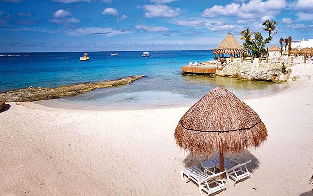 Hotel Grand Park Royal Cozumel All Inclusive, palapas en la playa