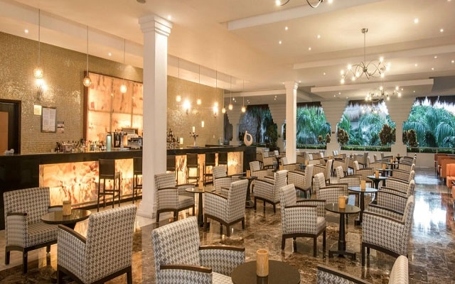 Hotel Grand Riviera Princess, prueba una copa en el bar