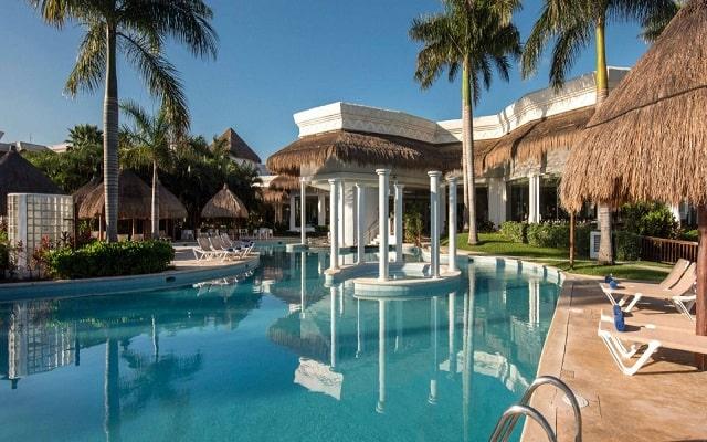 Hotel Grand Riviera Princess, relájate en sus camastros