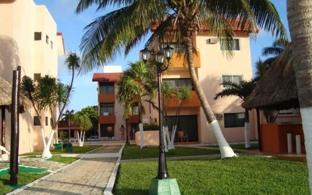 Hotel Grand Royal Lagoon, pasea por los hermosos jardines