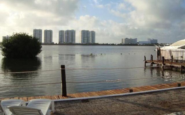 Hotel Grand Royal Lagoon, descansa en la orilla de la laguna