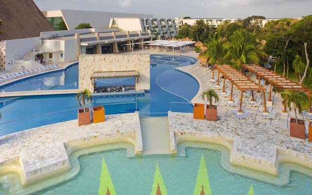 Hotel Grand Sirenis Riviera Maya, disfruta de su alberca al aire libre