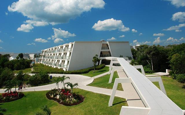 Hotel Grand Sirenis Riviera Maya, pasea por los jardines