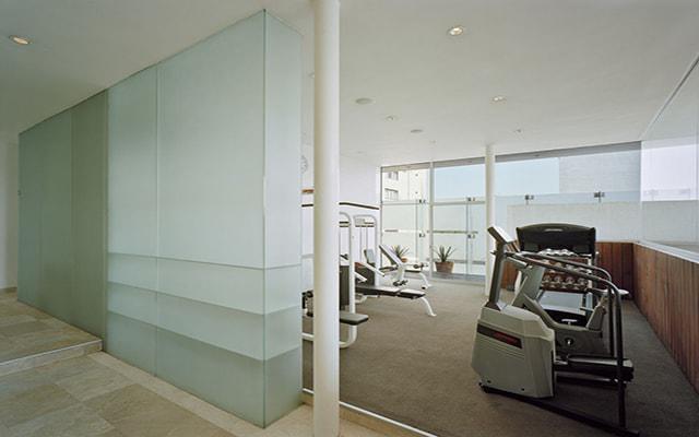 Hotel Habita, no abandones tus rutinas, el gimnasio esta disponible para ti