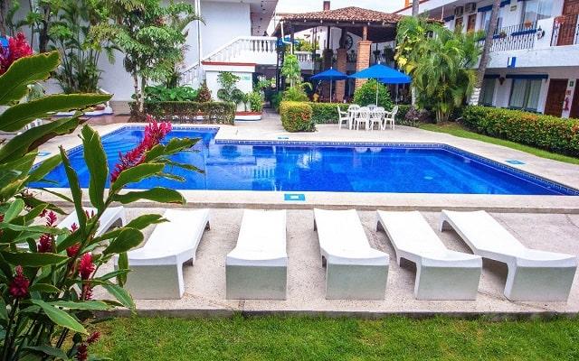 Hotel Hacienda de Vallarta Las Glorias, disfruta de su alberca al aire libre