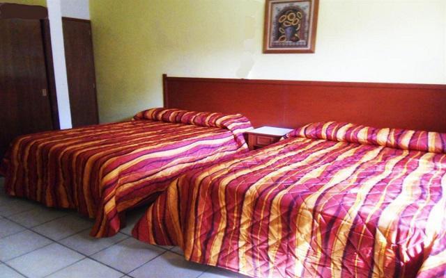 Te ofrece cómodas habitaciones a precios accesibles