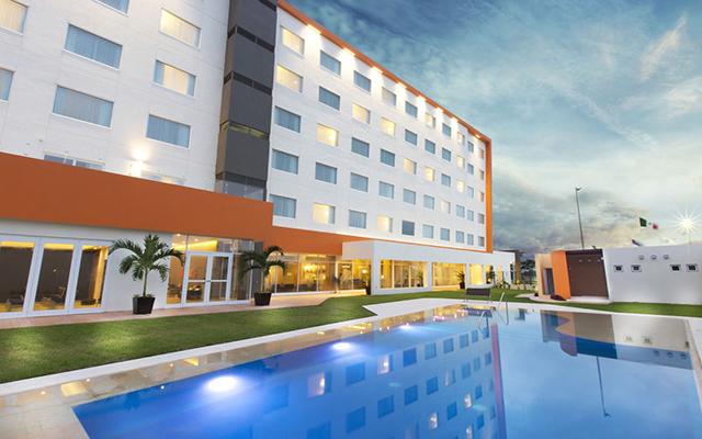 Hampton Inn and Suites Paraíso, disfruta de su alberca al aire libre