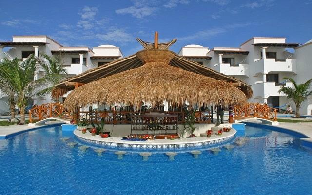 Hotel Hidden Beach Resort Au Naturel, by Karisma, deléitate con ricos cocteles