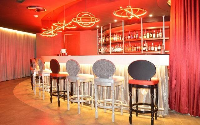 Hotel Hideaway at Royalton Riviera Cancún Sólo Adultos, disfruta un agradable momento en el bar