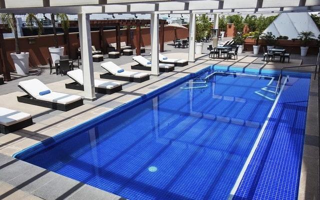 Hotel Hilton Guadalajara, disfruta de su alberca al aire libre