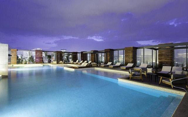 Hotel Hilton Mexico City Santa Fe, disfruta de su alberca al aire libre