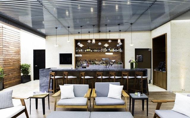 Hotel Hilton Mexico City Santa Fe, disfruta una copa en el bar