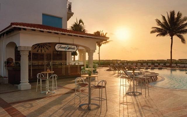 Hotel Hilton Playa del Carmen, an All-inclusive Resort, relájate en el bar