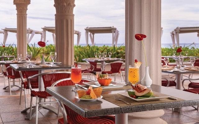 Hotel Hilton Playa del Carmen, an All-inclusive Resort, tus alimentos con vistas hermosas