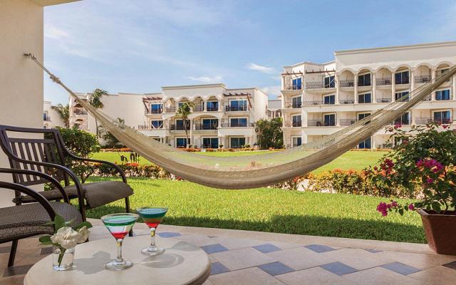 Hotel Hilton Playa del Carmen, an All-inclusive Resort, disfruta una tarde en la hamaca