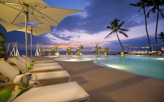 Hotel Hilton Puerto Vallarta Resort All Inclusive, relájate en un camastro