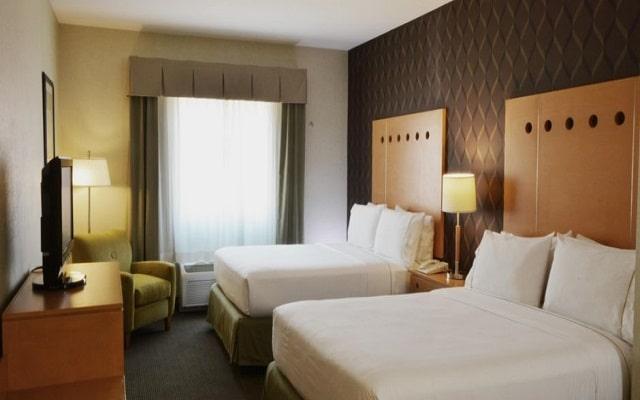 Hotel Holiday Inn Express & Suites Monterrey Aeropuerto, amplias y luminosas habitaciones