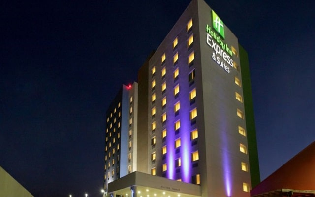 Hotel Holiday Inn Express & Suites Monterrey Aeropuerto, buena ubicación
