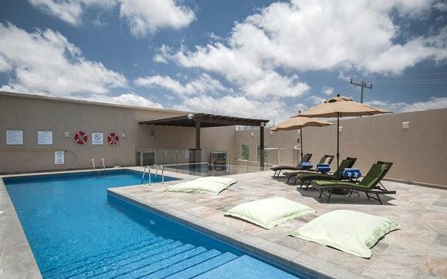 Hotel Holiday Inn Express Cabo San Lucas, disfruta de su alberca al aire libre
