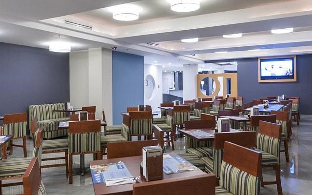 Hotel Holiday Inn Express Cabo San Lucas, escenario ideal para tus alimentos
