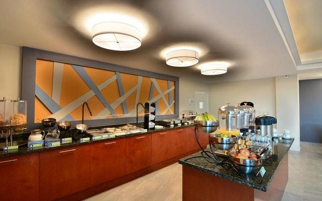 Hotel Holiday Inn Express Cabo San Lucas, amplio menú para tu desayuno