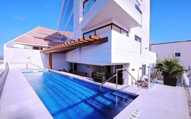 Hotel Holiday Inn Express Puerto Vallarta, disfruta de su alberca al aire libre