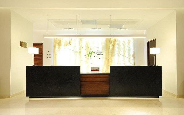 Hotel Holiday Inn Express Puerto Vallarta, atención personalizada desde el inicio de tu estancia