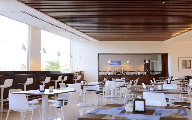 Hotel Holiday Inn Express Puerto Vallarta, escenario ideal para tus alimentos