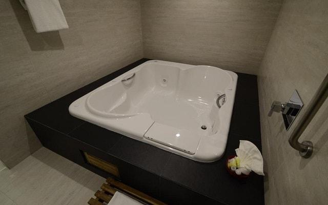 Hotel Holiday Inn México Dalí Aeropuerto, algunas habitaciones cuentan con jacuzzi