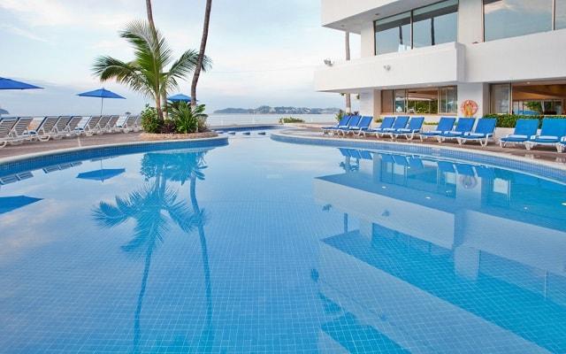 Hotel Holiday Inn Resort Acapulco, disfruta de su alberca al aire libre