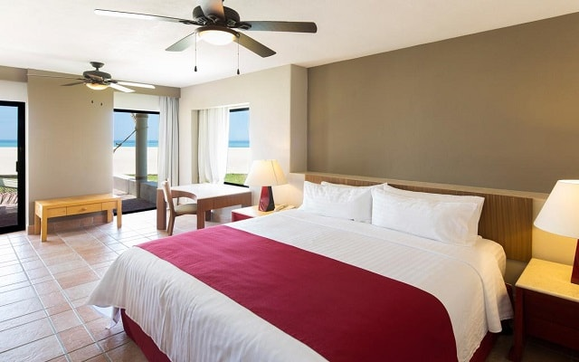Hotel Holiday Inn Resort Los Cabos All Inclusive, amplias y luminosas habitaciones