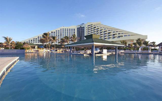 Hotel Iberostar Cancún, disfruta de su alberca al aire libre