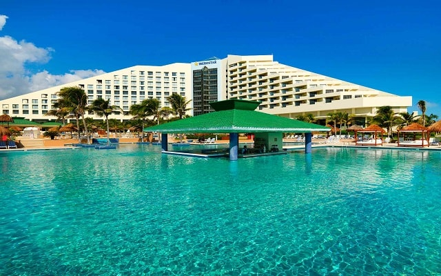 Hotel Iberostar Cancún, disfruta una copa en el Aqua Bar La Perla