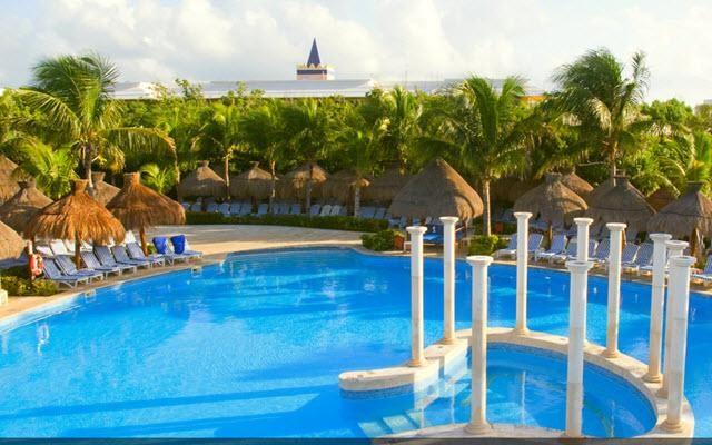 Hotel Iberostar Paraíso Beach, disfruta de su alberca al aire libre