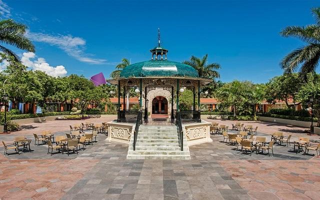 Hotel Iberostar Paraíso Beach, centro comercial