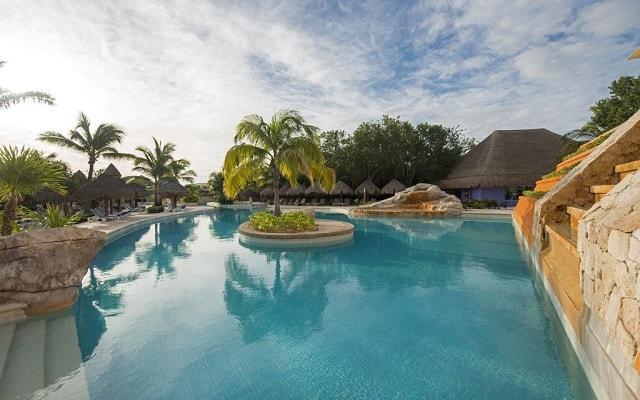 Hotel Iberostar Paraíso Lindo, disfruta de su alberca al aire libre