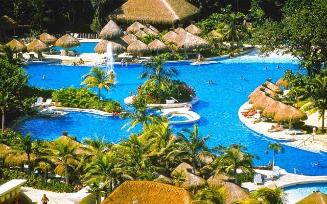 Hotel Iberostar Quetzal, disfruta de su alberca al aire libre